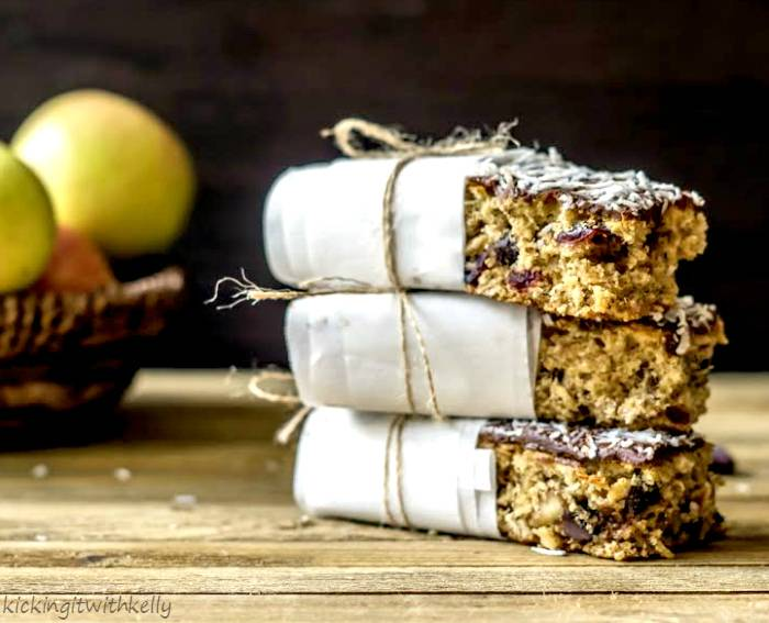 Why You Should Eat Breakfast + Oatmeal Trail Mix Breakfast Bars Recipe 123