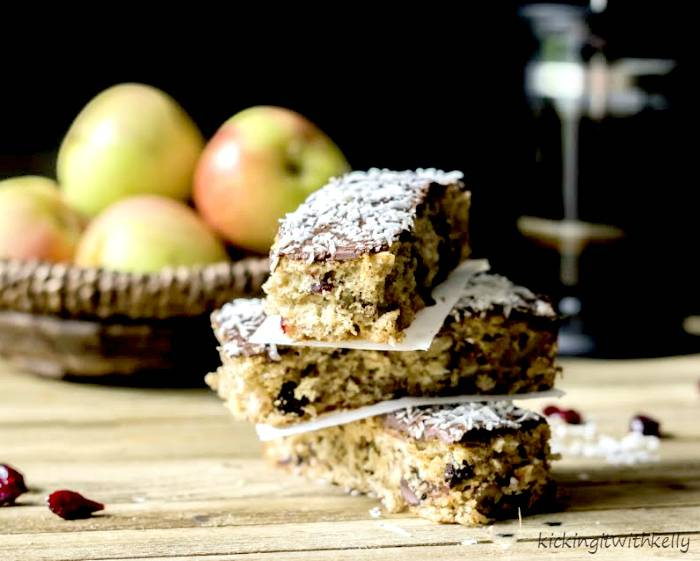Why You Should Eat Breakfast + Oatmeal Trail Mix Breakfast Bars Recipe 1