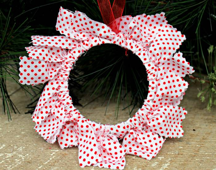 DIY Mason Jar Ring Fabric Wreath Ornaments close wreath
