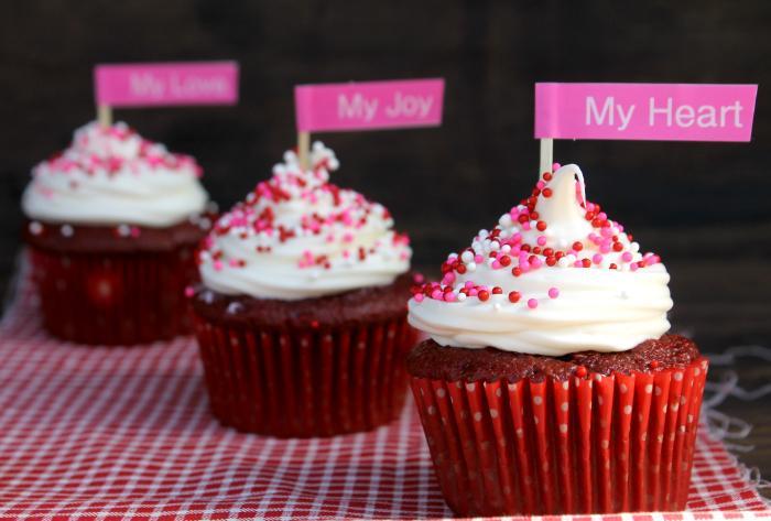 Super Easy Red Velvet Cheesecake Cupcakes 4