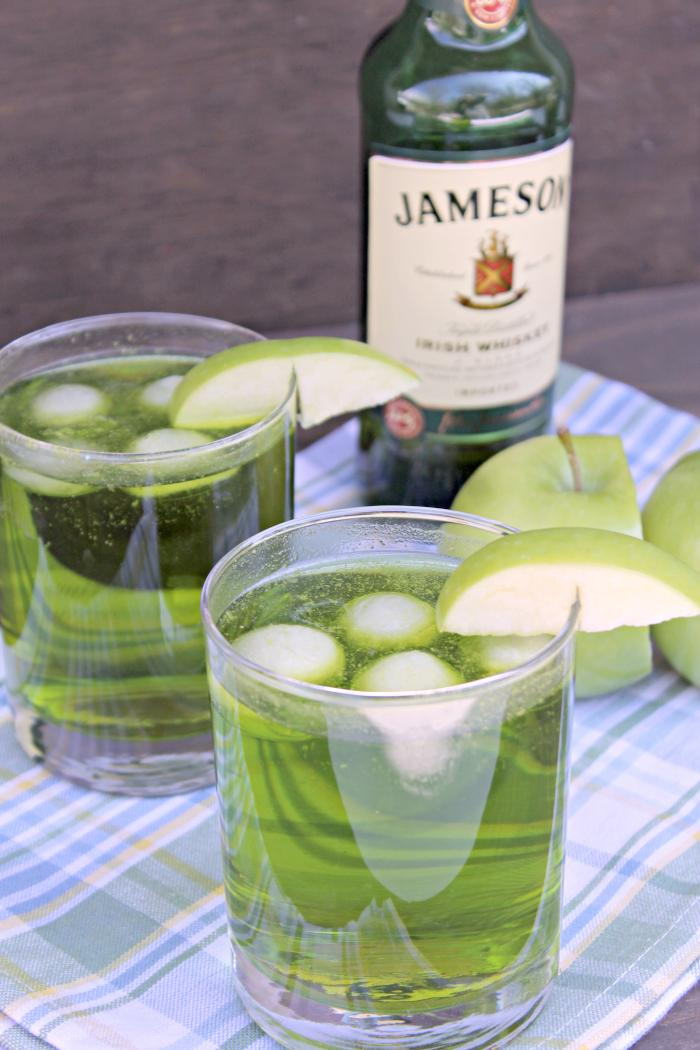 Jameson Whiskey Sour Apple Fizz Cocktail 2