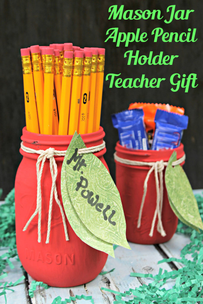 When the kids start school, I like to give their teacher a welcome basket. This year, we filled it with supplies for the classroom and this adorable Mason Jar Apple Pencil Holder Teacher Gift Craft. #ad #MomentsShineWithWindex