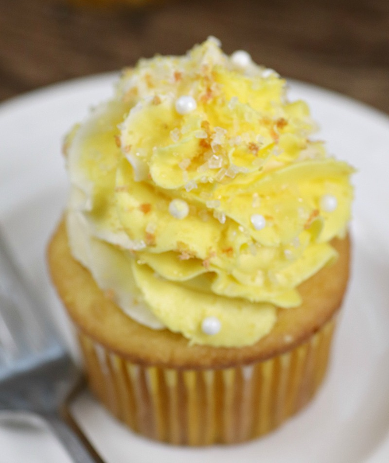 Lemon Pudding Poke Cake Cupcakes Recipe frosting step 3
